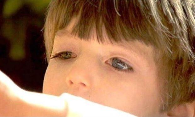 H ιστορία του τρίχρονου αγοριού που δεν μπορεί να ανοιγοκλείσει τα μάτια του (εικόνες&βίντεο)