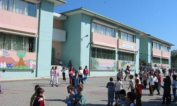 Το υπουργείο Παιδείας σκέφτεται να επιμηκύνει τις ημέρες του σχολικού έτους