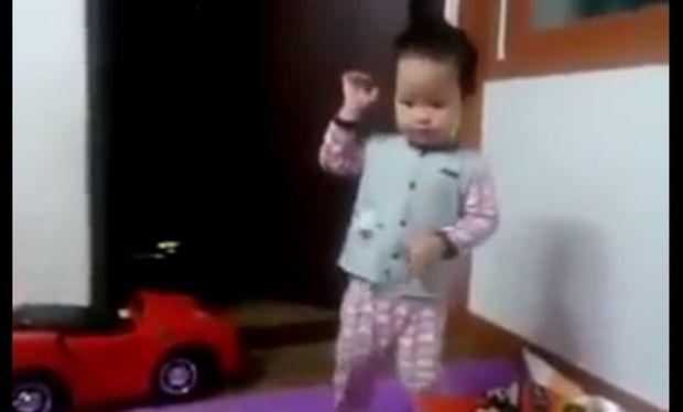 Το πιο... κλαμπάτο μωρό! (βίντεο)