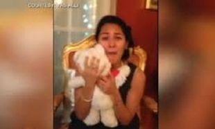 Το δώρο του αρραβωνιαστικού της, την έκανε να κλάψει! Της βρήκε το παιδικό της... (βίντεο)