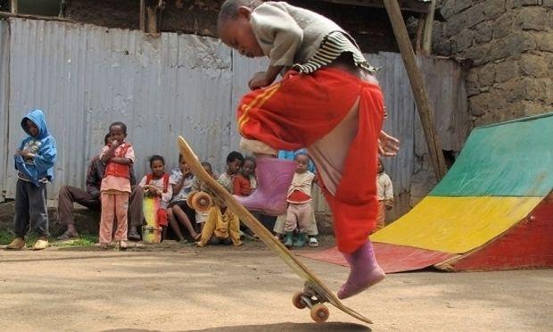 Ethioskate! Αλλάζοντας τη ζωή ενός παιδιού από την Αιθιοπία με ένα σκέιτ (βίντεο)