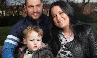 H ιστορία του 3χρονου αγοριού που νίκησε καρκίνο και μηνιγγίτιδα!(εικόνες)