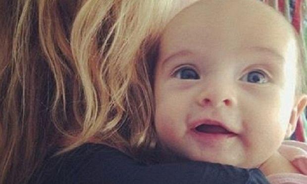 Η «πορσελάνινη κούκλα» του μόντελινγκ μας συστήνει την 1,5 μηνών κορούλα της! (εικόνες)