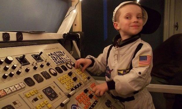 Μα τι υπέροχος μπαμπάς! Κατασκεύασε στον γιο του έναν ολόκληρο διαστημικό σταθμό! (εικόνες)