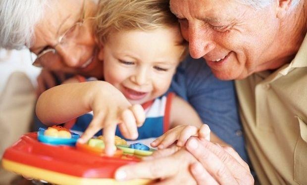 Μεγαλώνοντας με τη γιαγιά και τον παππού!