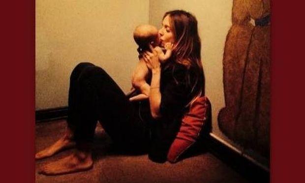 Αυτή είναι η πιο τρυφερή φωτογραφία της Σοφίας Καρβέλα με τον γιο της!