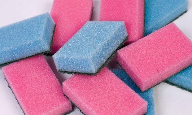 Πώς να απολυμάνετε το σφουγγαράκι για τα πιάτα