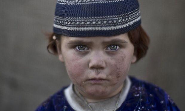 «Ομορφα, σκληρά μου μάτια». Τα παιδιά του Πακιστάν στον φωτογραφικό φακό (εικόνες)