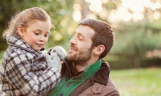 Τι ζητάει μια κόρη από τον μπαμπά της; Οταν η κόρη δείχνει τον δρόμο στο μπαμπά!
