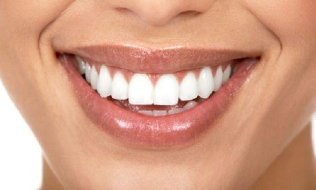 Αποκτήστε λευκά δόντια τρώγοντας!