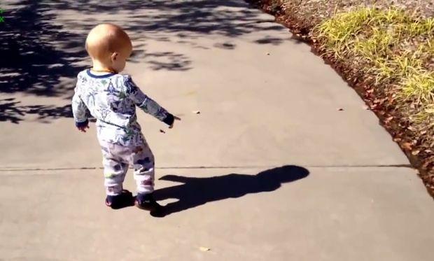Όταν τα μωρά ανακαλύπτουν την σκιά τους. Δείτε τις ξεκαρδιστικές τους αντιδράσεις