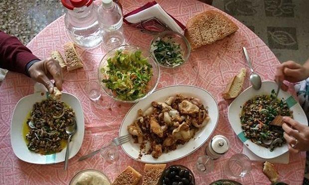 Τι να προσέξουμε στο τραπέζι της Καθαράς Δευτέρας και στα τρόφιμα της Σαρακοστής