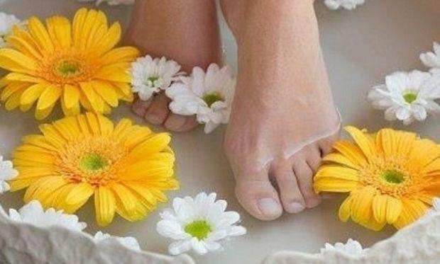 Ξεκουράστε τα πόδια σας με υλικά από την κουζίνα σας!