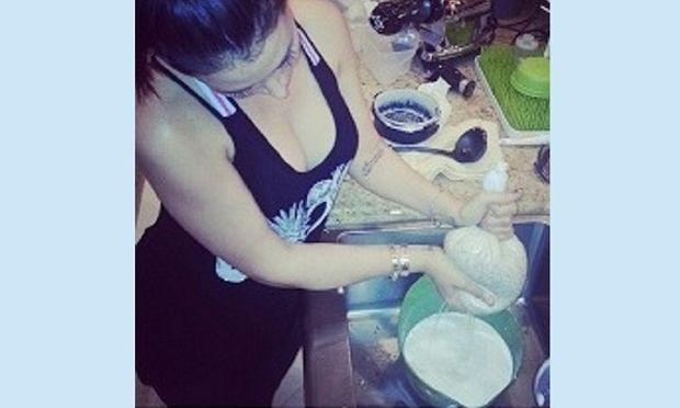 Η Τζένιφερ Στάνο φτιάχνει μόνη της γάλα από αμύγδαλα! (εικόνα)