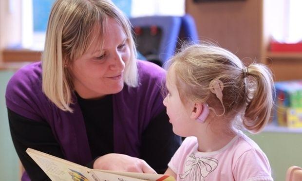 Η βαρηκοΐα μπορεί να θεραπευτεί μέσα στα δυο πρώτα χρόνια ζωής του παιδιού