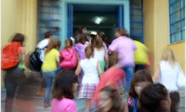 Διανομή φρούτων στα σχολεία Αθήνας και Θεσσαλονίκης