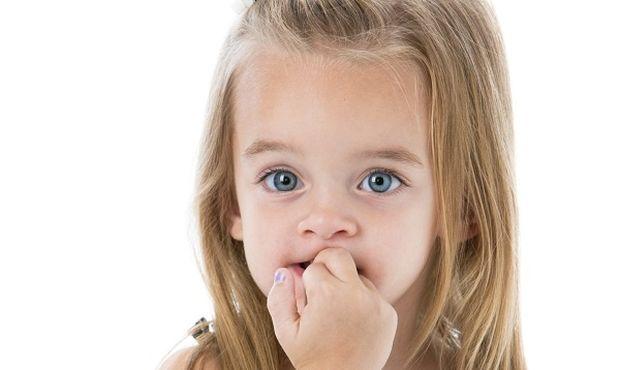 «Το παιδί μου τρώει τα νύχια του. Τι μπορώ να κάνω;» γράφει η παιδίατρος Μαριαλένα Κυριακάκου