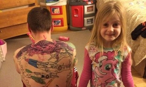 «Πώς βλέπουν τα παιδιά τους ανθρώπους με τατουάζ;», γράφει η Εύη Ματίεβιτς (εικόνα)
