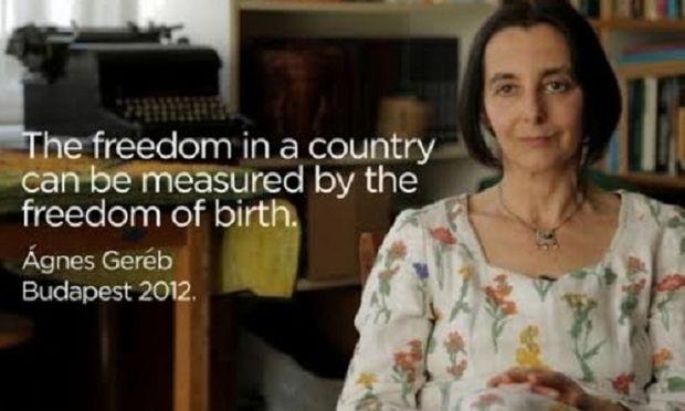 Ελεύθερη μετά από 3 χρόνια κατ' οίκον περιορισμού, η μαία που βοηθούσε γυναίκες να γεννούν στο σπίτι! (εικόνες)