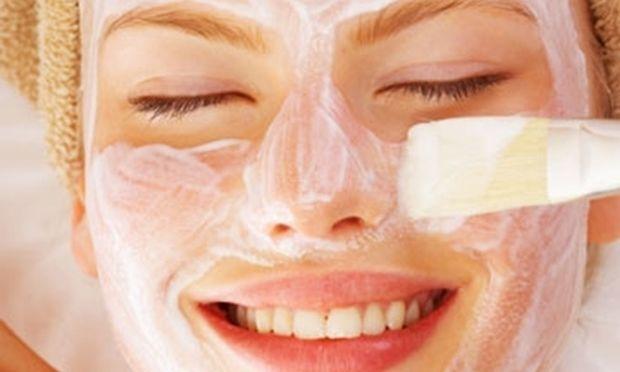 Κάντε το πρόσωπό σας να λάμψει με σπιτική μάσκα λεμονιού