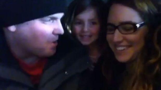 Το κοριτσάκι μαθαίνει ότι θα αποκτήσει αδερφό... Δείτε την απίστευτη αντίδρασή της! (βίντεο)