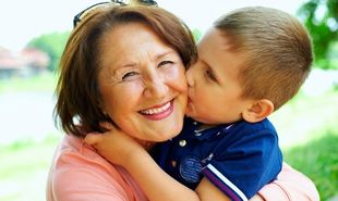 Ποιες μητέρες με ανήλικο παιδί βγαίνουν με πλήρη σύνταξη στα 58