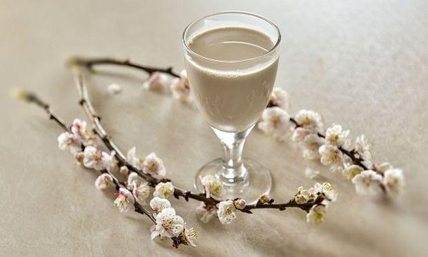 Συνταγή για πεντανόστιμο και υγιεινό γάλα αμυγδάλου και φουντουκιού από τον Γιώργο Γεράρδο