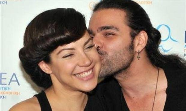 Μαριάντα Πιερίδη: Η έξοδος από το μαιευτήριο και το τρυφερό φιλί! (εικόνες)