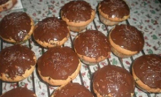 Συνταγή για μικρά κέικ με σοκολατούχο γάλα!