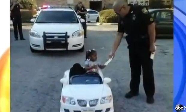 Εκοψαν κλήση τροχαίας σε 2χρονη! (βίντεο)