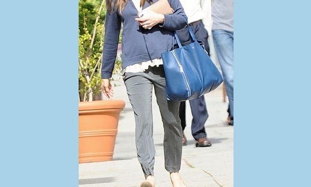Είναι πάλι έγκυος; Η εμφάνιση της σταρ του Χόλιγουντ που έκανε τις φήμες να οργιάσουν! (εικόνες)