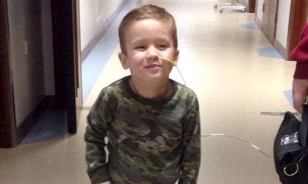 Δώρο ζωής σε 3χρονο αγοράκι η αντλία με μπαταρίες που κρατά την καρδιά του ζωντανή