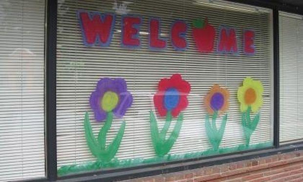 Ηρθε η άνοιξη! Ζωγραφίστε λουλούδια στο παράθυρο του παιδικού δωματίου