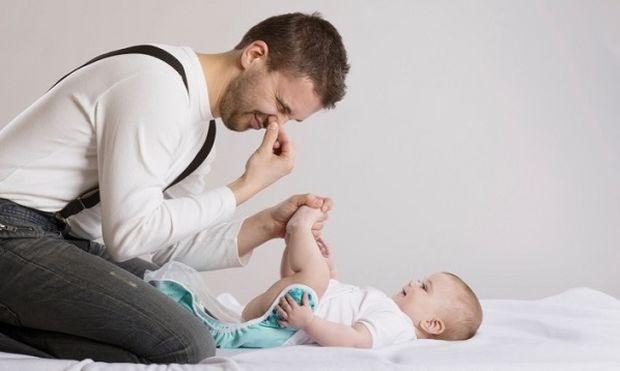 Είναι τρελοί αυτοί οι μπαμπάδες! Εκαναν γράφημα - οδηγία για τις κενώσεις των μωρών (εικόνα)