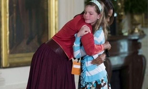 Η 10χρονη που συγκίνησε τη Μισέλ Ομπάμα! Της έδωσε το βιογραφικό του άνεργου μπαμπά της (βίντεο)