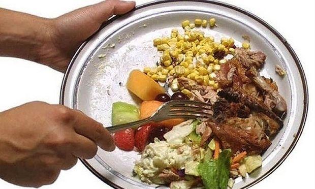Πόσο φαγητό πετάμε στα σκουπίδια;