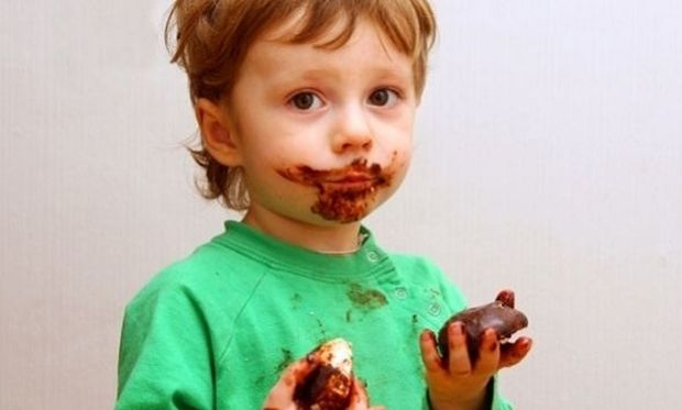 Το παιδί μου λερώθηκε με παγωτό σοκολάτα! Πώς βγαίνει ο λεκές;