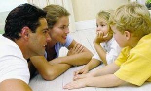 «Μαμά, μπαμπά τι θα ψηφίσετε»; Συμβουλές για το πώς απαντάμε στα παιδιά μας στην πιο επίκαιρη ερώτηση