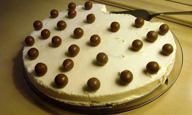 Συνταγή για πανεύκολη τούρτα παγωτό βανίλια με βάση σοκολάτας!