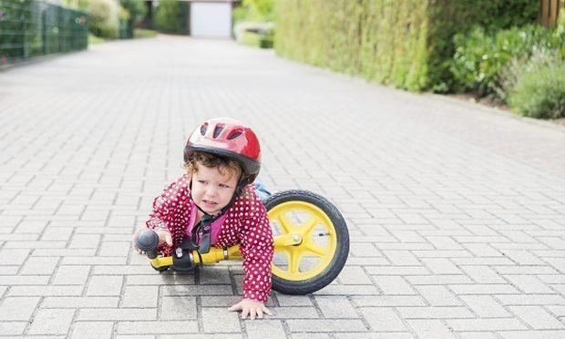 Συντάκτρια του Mothersblog, αναρωτιέται: «Πρέπει να παρεμβαίνουμε ανάμεσα σε γονείς και τα παιδιά τους»