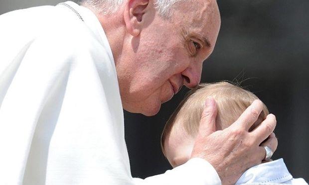 Απερίφραστα καταδικάζει την σεξουαλική κακοποίηση παιδιών ο Πάπας