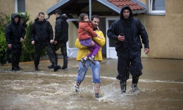 UNICEF: Τουλάχιστον 300.000 παιδιά ανάμεσα στους πλημμυροπαθείς σε Σερβία και Βοσνία-Ερζεγοβίνη