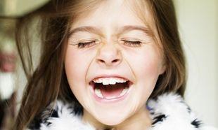 Το κορίτσι που δεν μπορούσε να σταματήσει να γελάει. Μία σπάνια ιατρική περίπτωση με χαρούμενο τέλος!