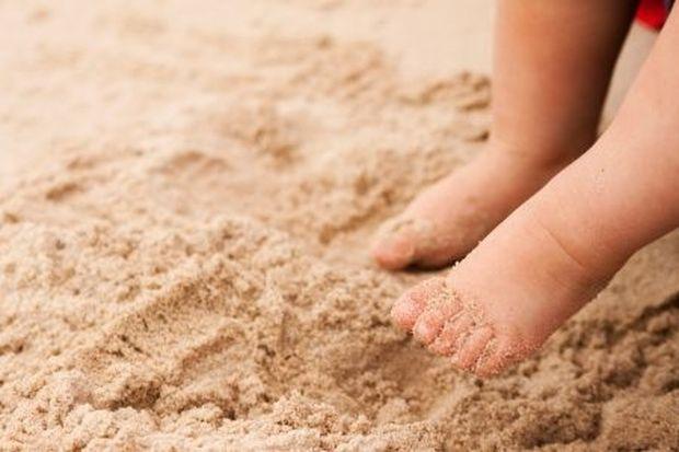 Το παραμύθι της εβδομάδας: «Μικρές πατούσες στην άμμο!», από την Πέγκυ Παπαδοπούλου