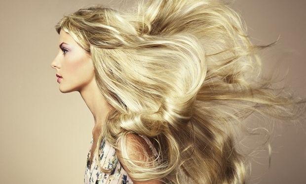 Αποκτήστε εντυπωσιακά μαλλιά με νεανική εμφάνιση σε τέσσερα βήματα!