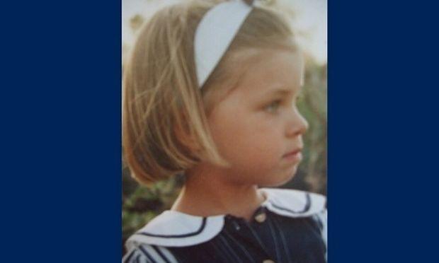 Αυτό το κοριτσάκι μεγάλωσε κι έγινε πασίγνωστη Ελληνίδα τραγουδίστρια! (εικόνα)