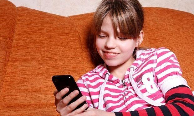 Ένα κινητό για δώρο στο παιδί μου: Πώς να αντιδράσετε ως γονιός σε ένα τέτοιο περιστατικό