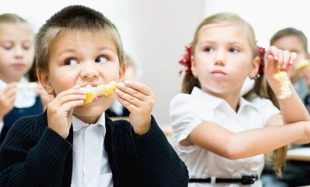 Φρέσκα φρούτα και λαχανικά εντάχθηκαν επιτυχώς στην διατροφή των μαθητών και φέτος