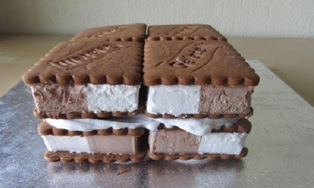 Συνταγή για την πιο εύκολη τούρτα παγωτού με μπισκότα!