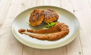 Τα πιο νόστιμα μπιφτέκια κοτόπουλου με λαχανικά και σάλτσα ψητής ντομάτας με βασιλικό από τον Γιώργο Γεράρδο